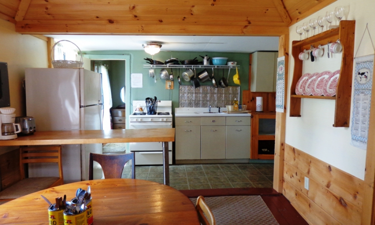 3-bungalow-kitchen