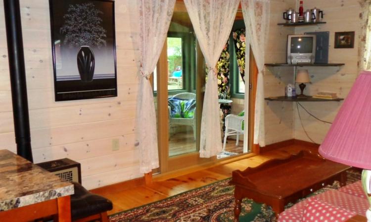 5-arbor-living-room-to-porch