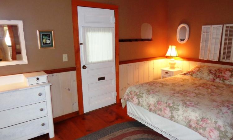6-arbor-queen-room