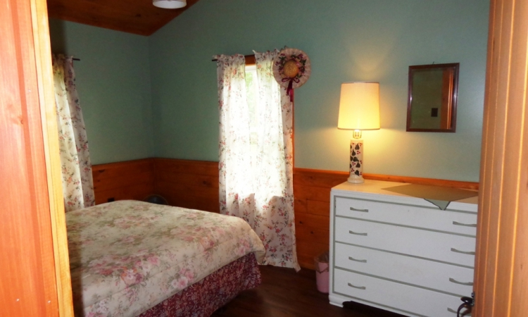 7-cottage-queen-room